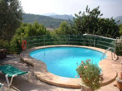 Installer une piscine à coque dans un espace privatif